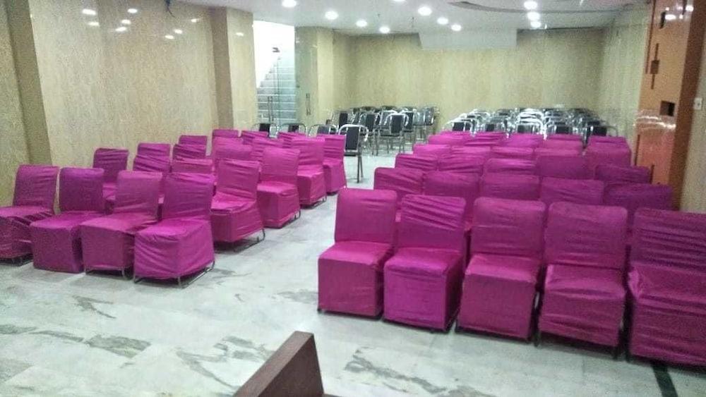 호텔 아프라 인터내셔널(Hotel Apra International) Hotel Image 60 - Meeting Facility