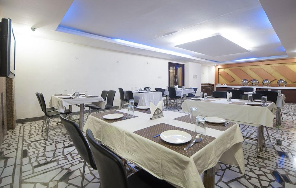 호텔 아프라 인터내셔널(Hotel Apra International) Hotel Image 52 - Buffet