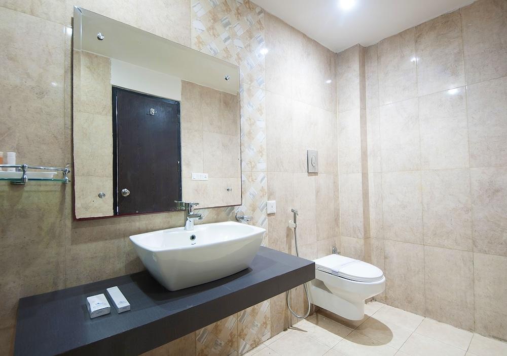 호텔 아프라 인터내셔널(Hotel Apra International) Hotel Image 41 - Bathroom