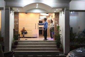 호텔 아프라 인터내셔널(Hotel Apra International) Hotel Image 63 - Hotel Front - Evening/Night