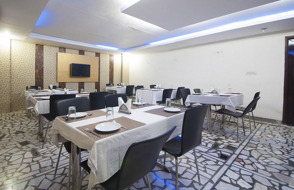 호텔 아프라 인터내셔널(Hotel Apra International) Hotel Image 49 - Dining
