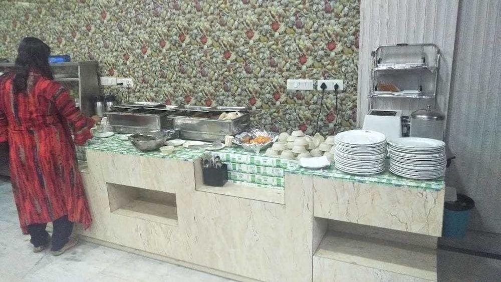 호텔 아프라 인터내셔널(Hotel Apra International) Hotel Image 55 - Breakfast buffet