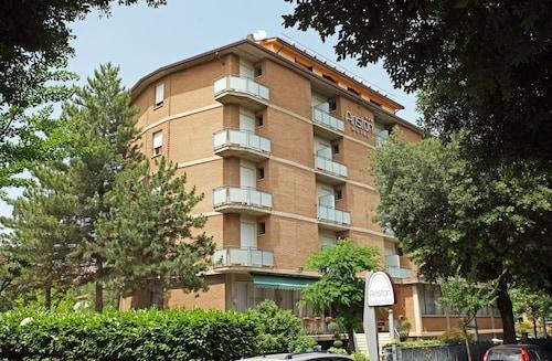 __{offers.Best_flights}__ Hotel Ariston