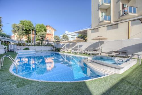 . Ferretti Beach Hotel