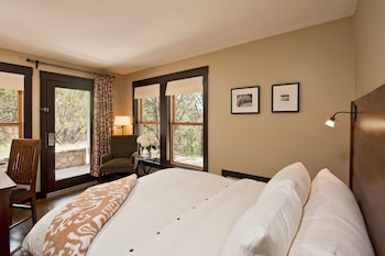 Room, 1 Queen Bed (Nature Nook)