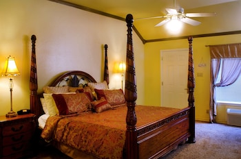 Creekside, 1 King Bed (Adults Only)