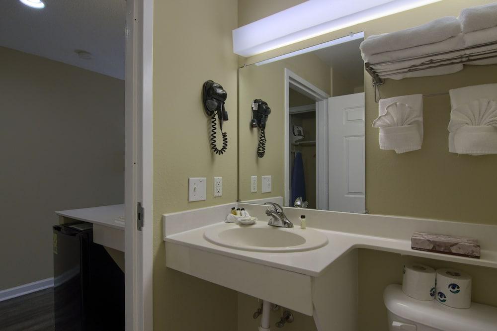 아일랜더 인(The Islander Inn) Hotel Image 25 - Bathroom
