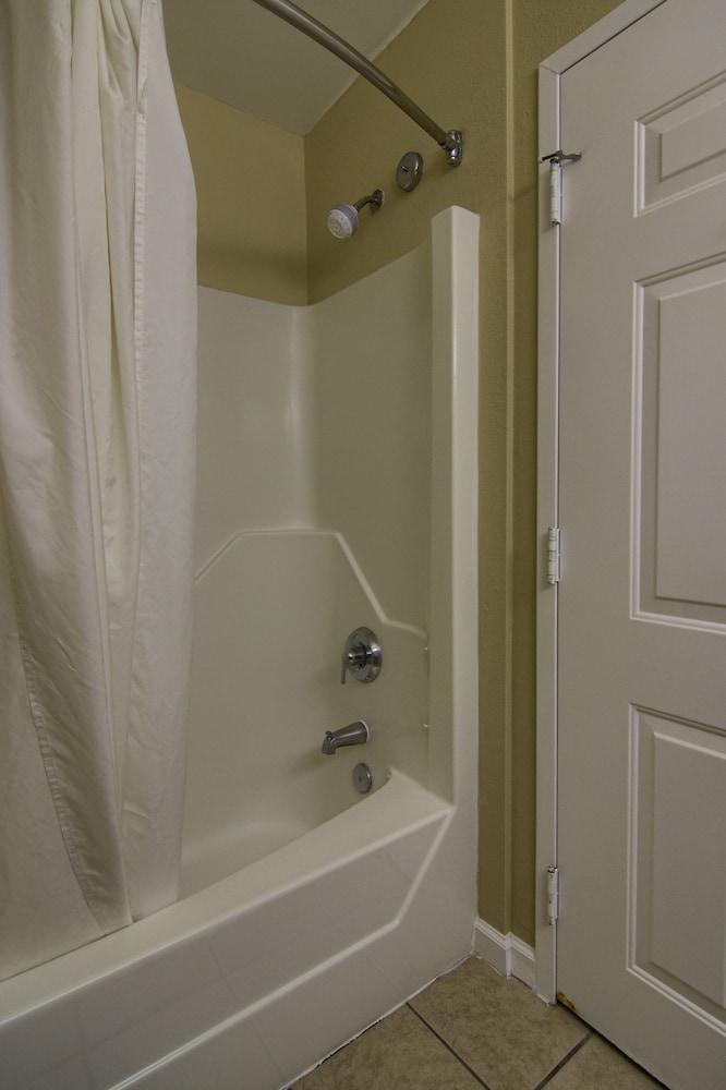 아일랜더 인(The Islander Inn) Hotel Image 28 - Bathroom