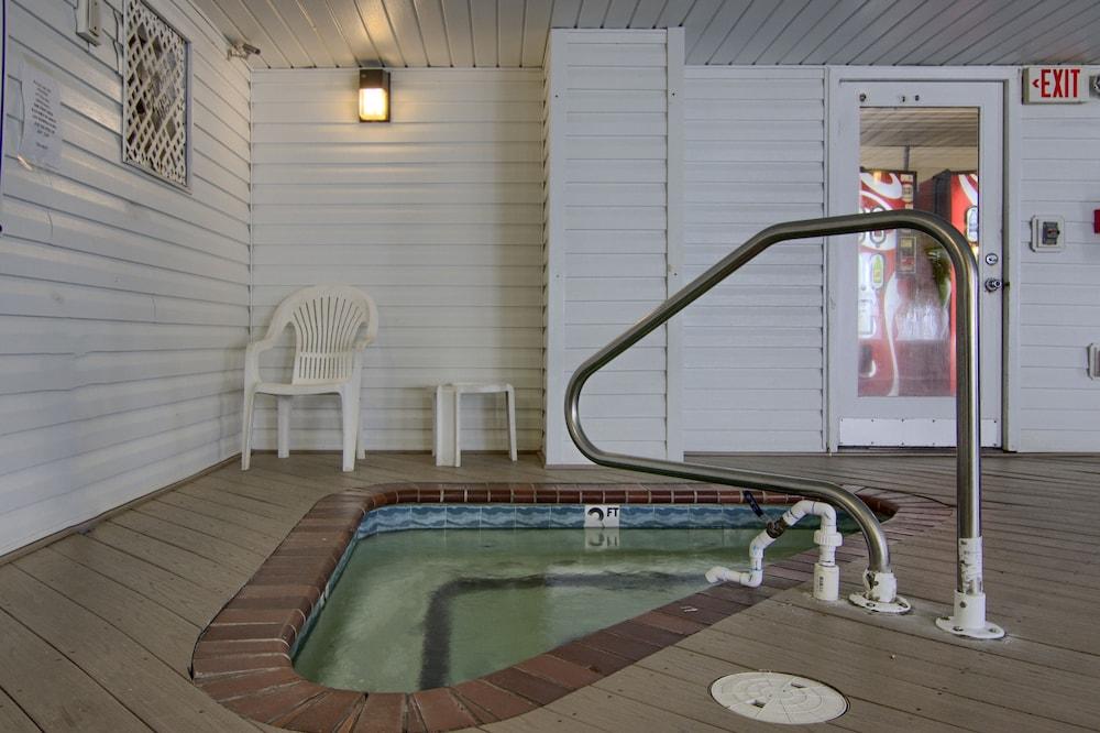 아일랜더 인(The Islander Inn) Hotel Image 36 - Indoor Spa Tub