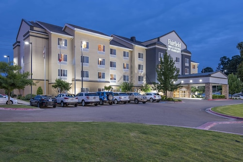 . Fairfield Inn & Suites by Marriott Texarkana