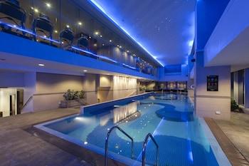 Oakwood Premier Joy Nostalg Center Manila Indoor Pool