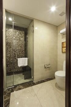Oakwood Premier Joy Nostalg Center Manila Bathroom Shower