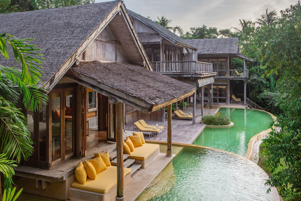 https://i.travelapi.com/hotels/3000000/2710000/2700100/2700059/acde73d2_z.jpg