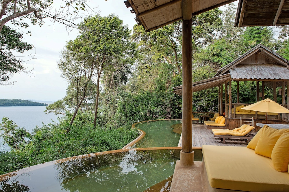 https://i.travelapi.com/hotels/3000000/2710000/2700100/2700059/e4371d21_z.jpg