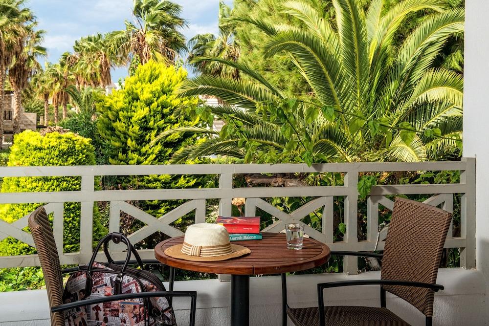 악스 애너벨 비치 리조트(Annabelle Beach Resort - All Inclusive) Hotel Image 38 - Balcony