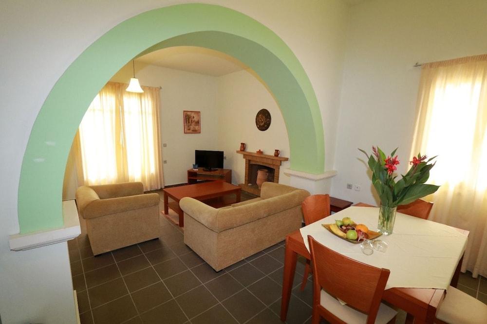 악스 애너벨 비치 리조트(Annabelle Beach Resort - All Inclusive) Hotel Image 25 - Living Area