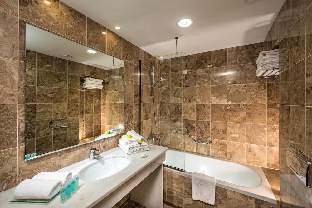악스 애너벨 비치 리조트(Annabelle Beach Resort - All Inclusive) Hotel Image 42 - Bathroom