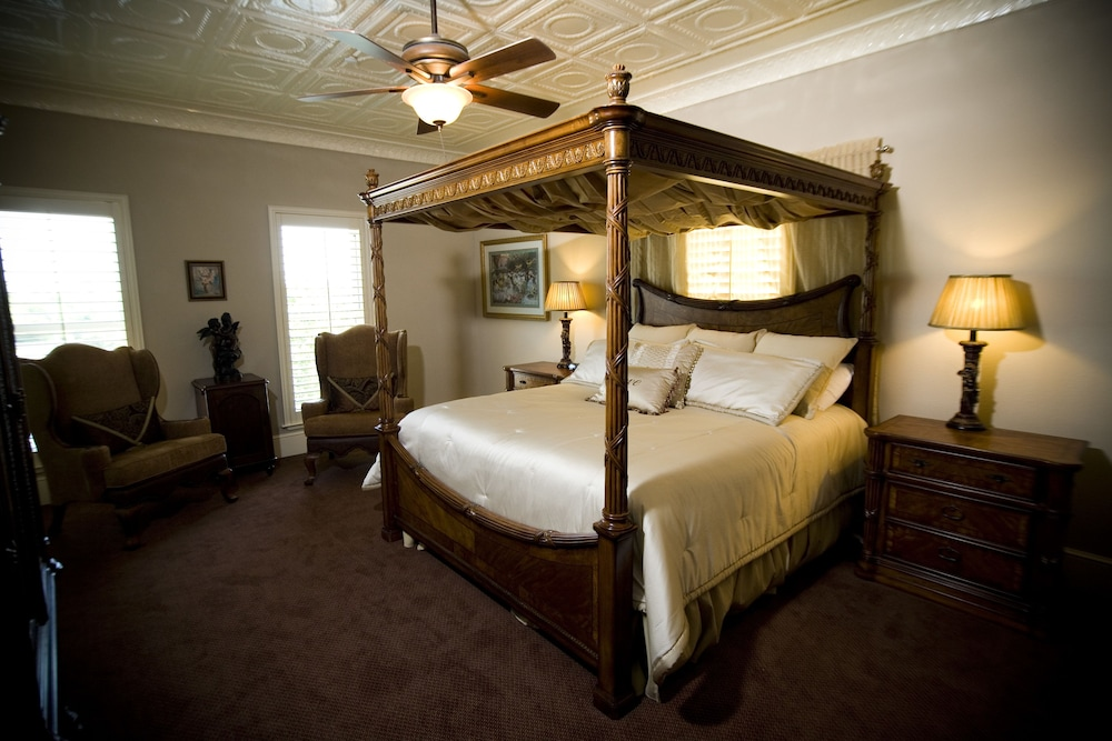 Standard Queen Bed, Square View