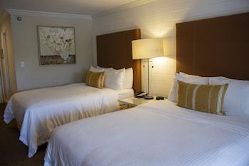 Standard Room, 2 Queen Beds, Non Lakeview, Non Smoking
