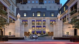 Waldorf Astoria Chicago
