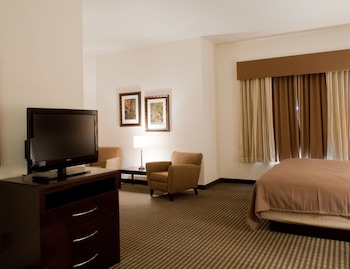 Deluxe Suite, 1 King Bed with Sofa bed, Refrigerator & Microwave, Corner (with Sofabed)