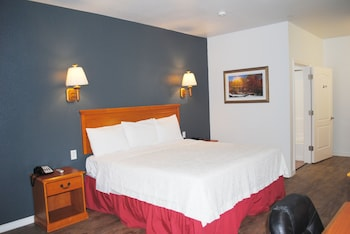 Senior Single Room, 1 King Bed