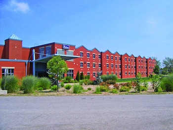Hotel - Residence & Conference Centre - Welland