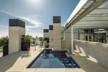 Suites Avenue - Outdoor Pool