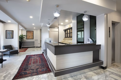 . Hotel Esperia