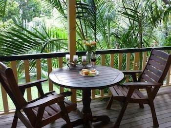 https://i.travelapi.com/hotels/3000000/2740000/2737800/2737789/322045e6_b.jpg