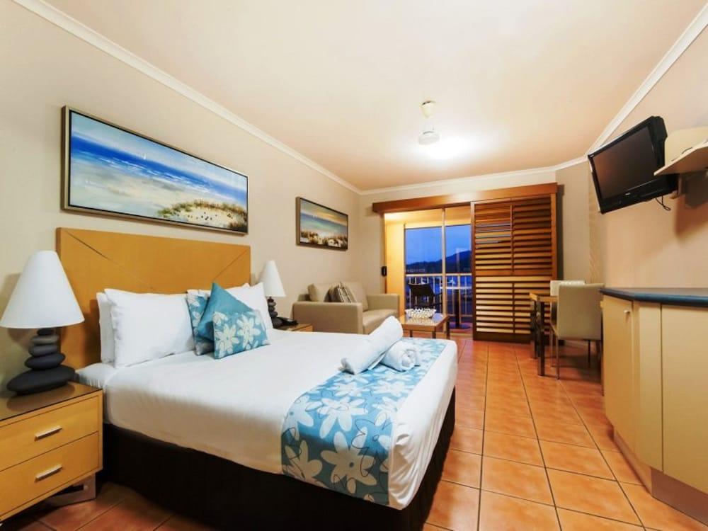 https://i.travelapi.com/hotels/3000000/2740000/2738900/2738861/81e41c60_z.jpg