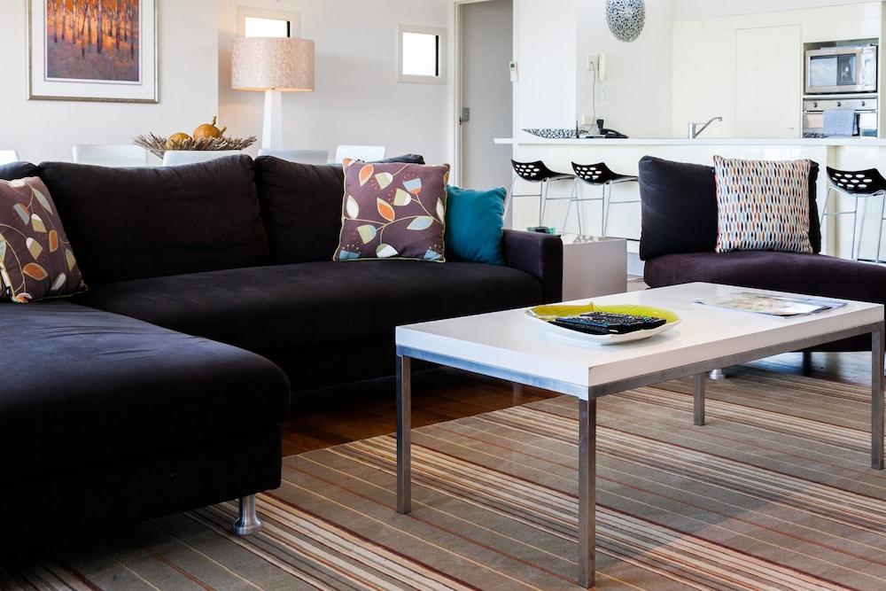 더 포인트 쿨럼 비치(The Point Coolum Beach) Hotel Image 36 - Living Area