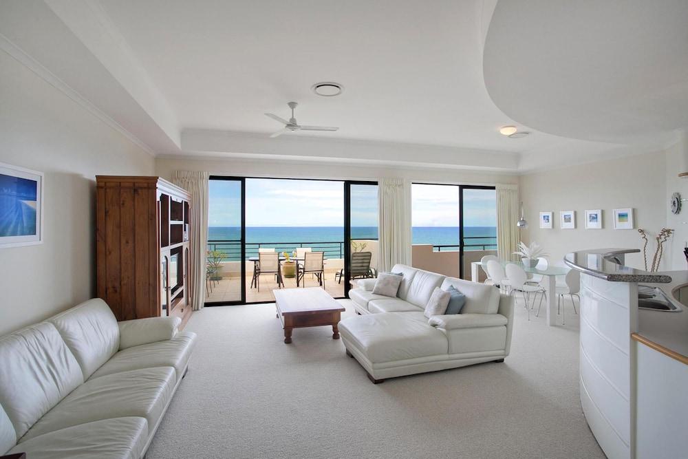 더 포인트 쿨럼 비치(The Point Coolum Beach) Hotel Image 39 - Living Area