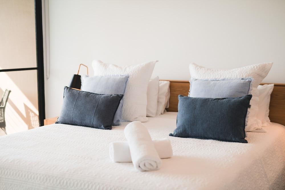더 포인트 쿨럼 비치(The Point Coolum Beach) Hotel Image 19 - Guestroom