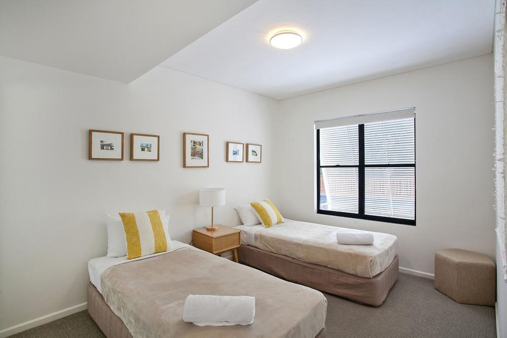 더 포인트 쿨럼 비치(The Point Coolum Beach) Hotel Image 12 - Guestroom