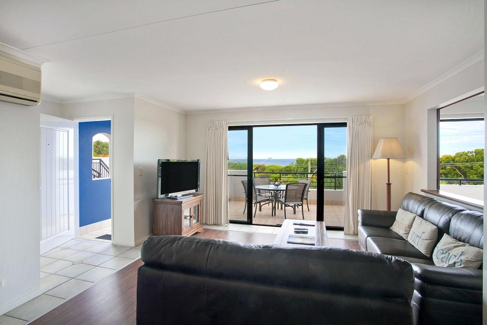 더 포인트 쿨럼 비치(The Point Coolum Beach) Hotel Image 50 - Living Room
