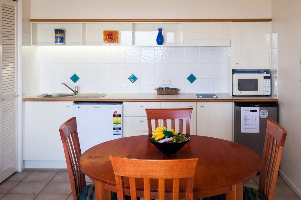 더 포인트 쿨럼 비치(The Point Coolum Beach) Hotel Image 31 - In-Room Kitchen