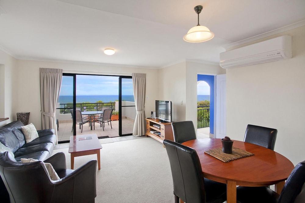 더 포인트 쿨럼 비치(The Point Coolum Beach) Hotel Image 21 - In-Room Dining
