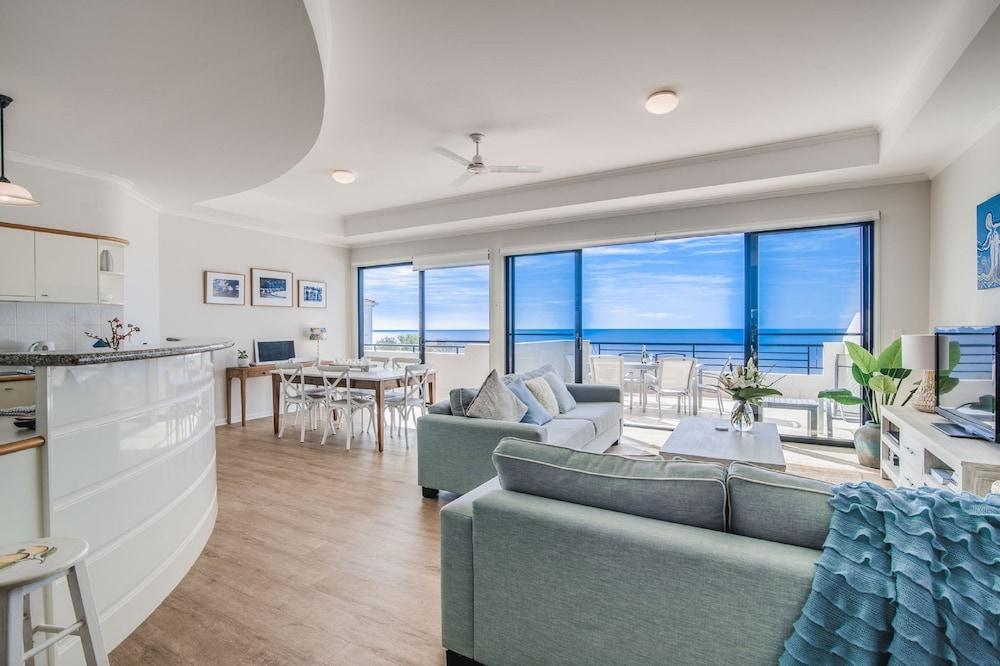 더 포인트 쿨럼 비치(The Point Coolum Beach) Hotel Image 44 - Living Area