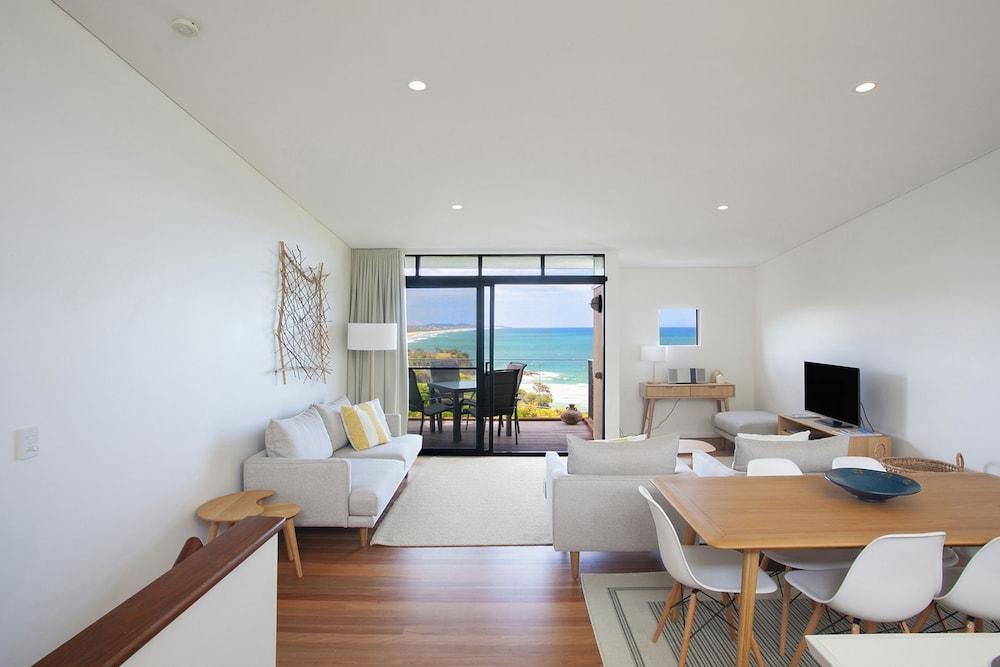 더 포인트 쿨럼 비치(The Point Coolum Beach) Hotel Image 26 - In-Room Dining