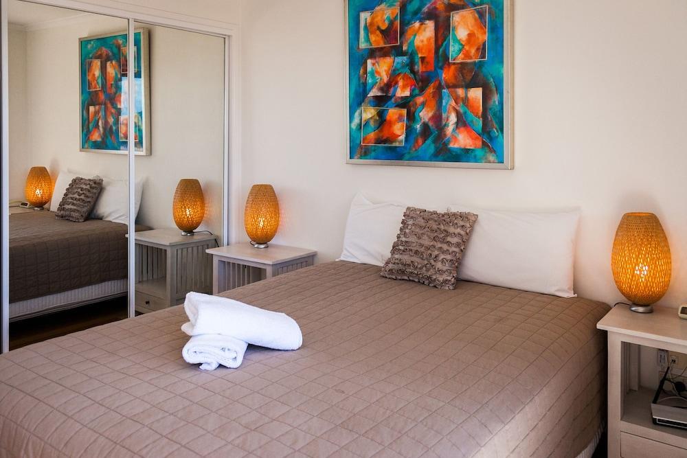 더 포인트 쿨럼 비치(The Point Coolum Beach) Hotel Image 18 - Guestroom