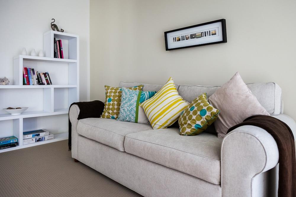 더 포인트 쿨럼 비치(The Point Coolum Beach) Hotel Image 49 - Living Room