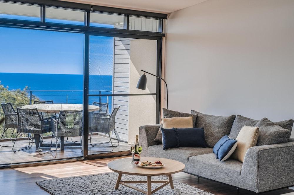 더 포인트 쿨럼 비치(The Point Coolum Beach) Hotel Image 45 - Living Area