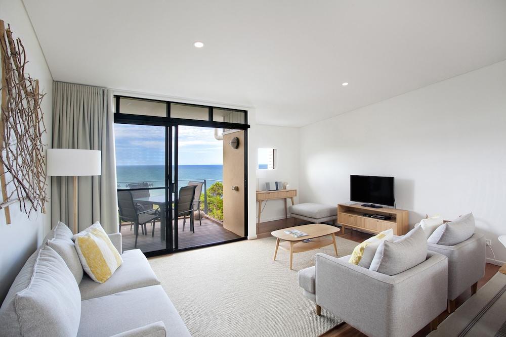 더 포인트 쿨럼 비치(The Point Coolum Beach) Hotel Image 48 - Living Room