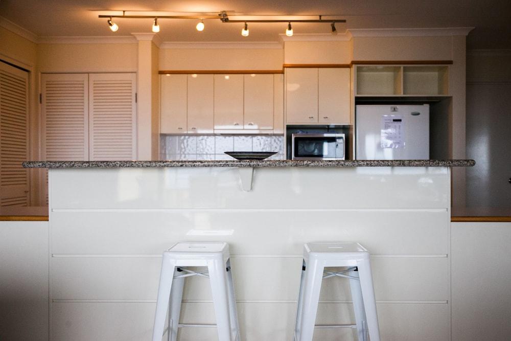 더 포인트 쿨럼 비치(The Point Coolum Beach) Hotel Image 33 - In-Room Kitchen