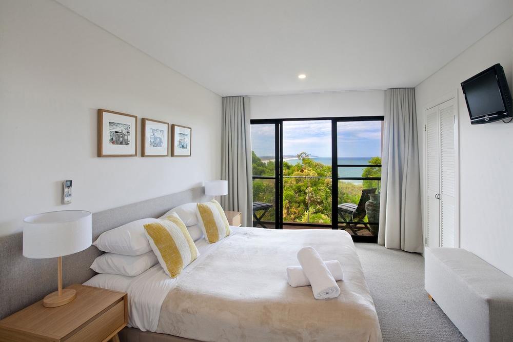 더 포인트 쿨럼 비치(The Point Coolum Beach) Hotel Image 14 - Guestroom