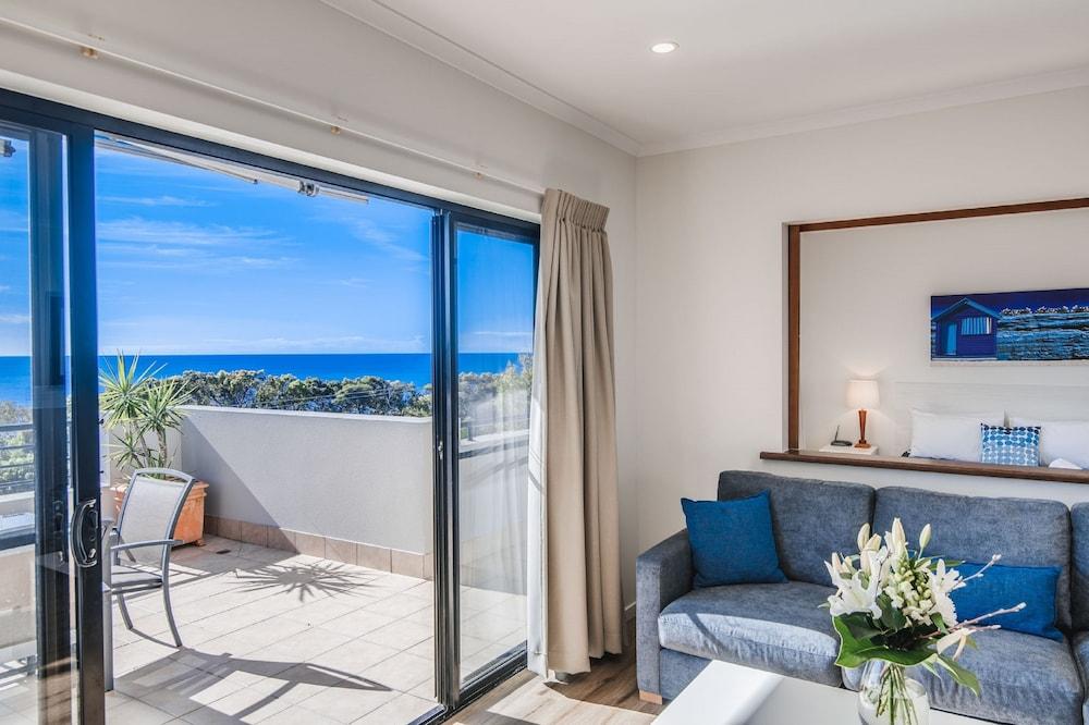 더 포인트 쿨럼 비치(The Point Coolum Beach) Hotel Image 53 - Living Room