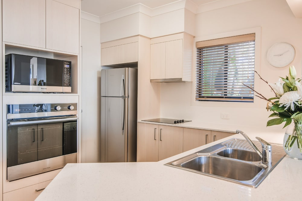더 포인트 쿨럼 비치(The Point Coolum Beach) Hotel Image 30 - In-Room Kitchen