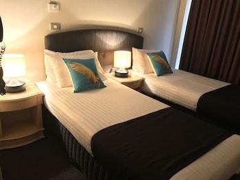 Guestroom at Mariners Court Hotel in Woolloomooloo