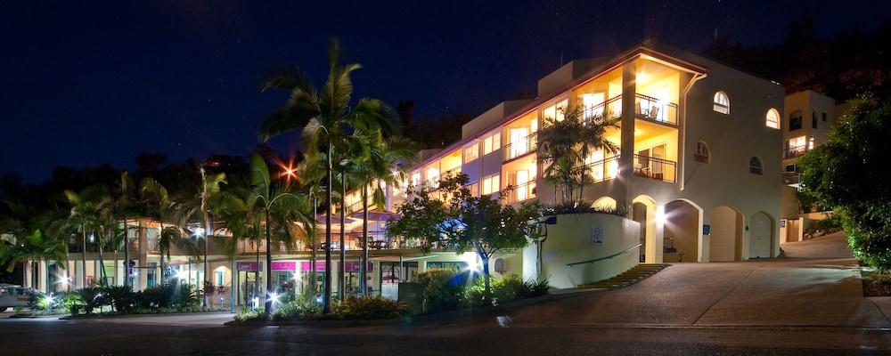 https://i.travelapi.com/hotels/3000000/2750000/2744500/2744419/bf5d4ed4_z.jpg